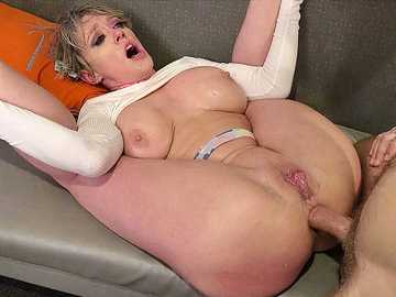 MILF Dee Williams spends her weekend with a crazy stallion and gets fucked hard
