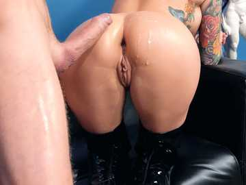 Monique Alexander has an anal sex with a young guy after a casting